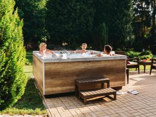 Spa acrylique rigide haut de gamme - Piscine Soleil Service - Poolstar